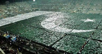 Largest human flag Pakistan